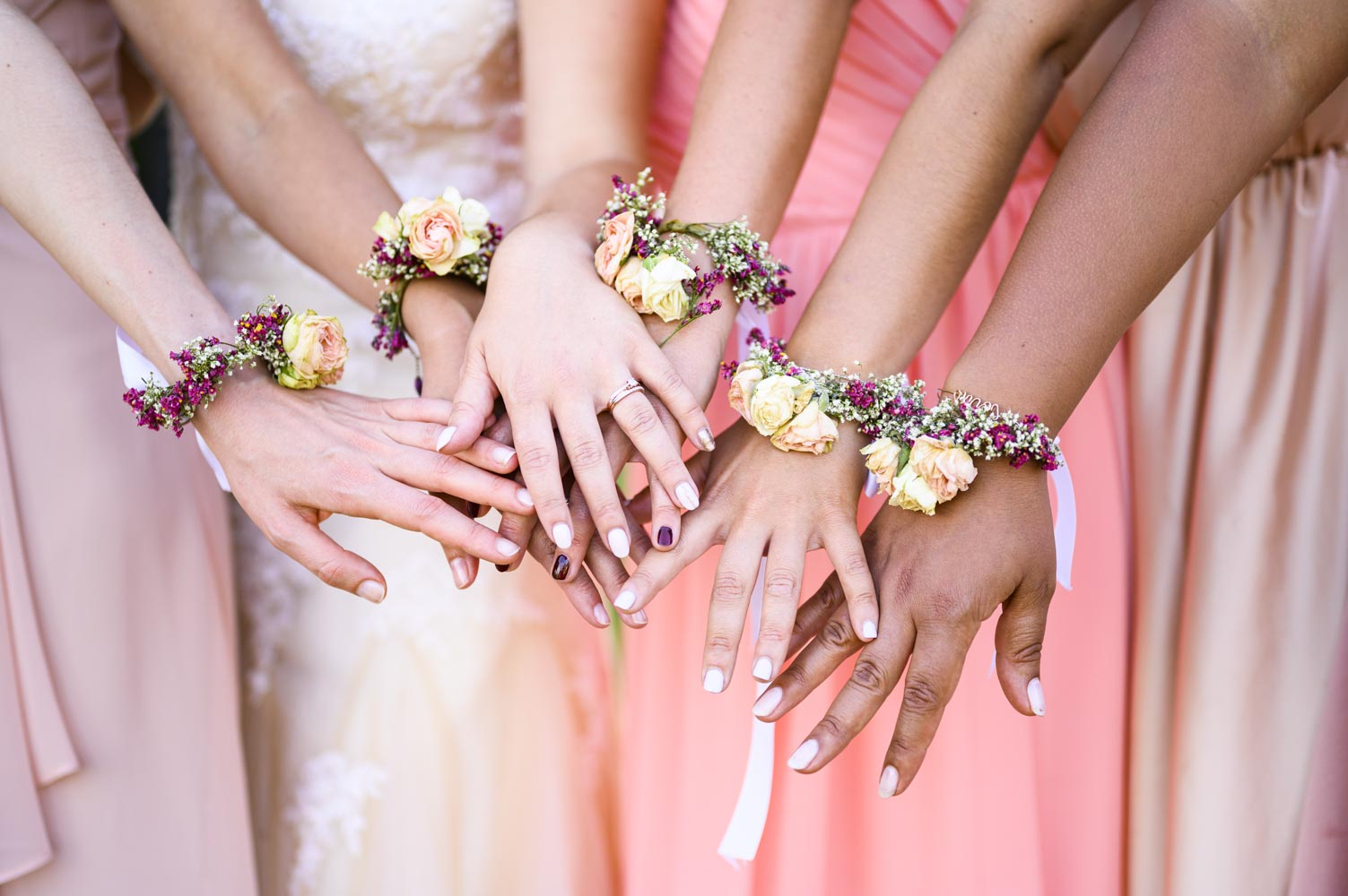La mariée et ses demoiselles d'honneur au cocktail